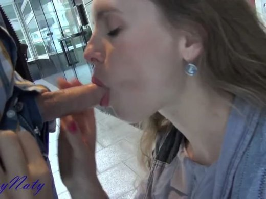britta spielt mit dem muschi-saugnapf